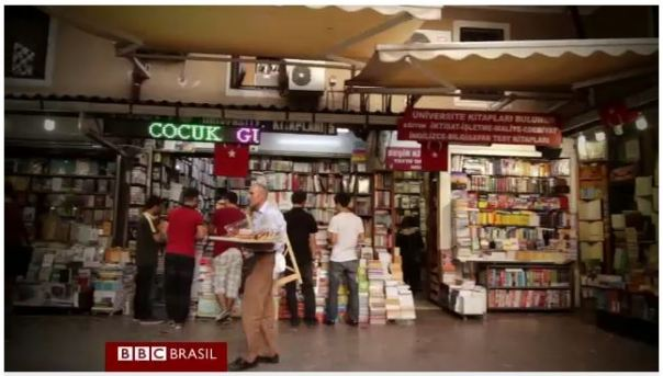 mercado de livros em Istambul