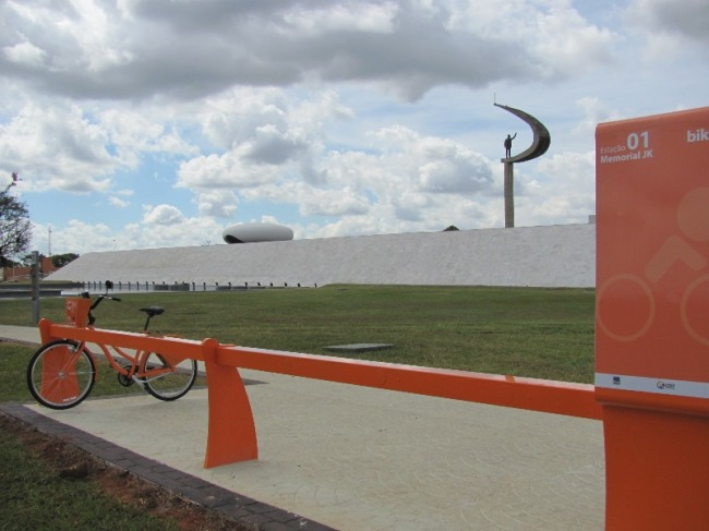 bicicleta pública Estação Memorial JK - BSB